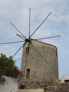 24 Milos - ja sie gibt es noch die Windmühlen