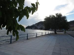 30 Limni Promenade