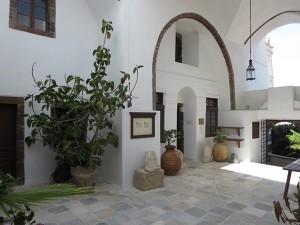 4  Santorin - idyllische Innenhöfe
