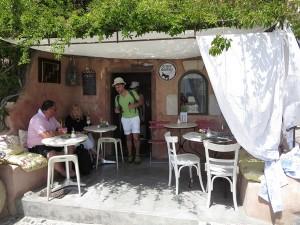 8 Santorin fantasievolle Tavernen