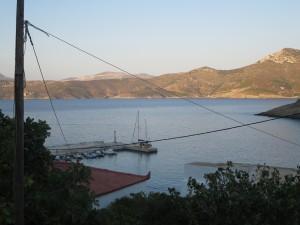 10 Phournoi kleines Fischerdorf mit Steg