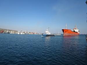42 Passage Kanal Konrinth nicht nur für Segler auch Frachter duerfen diesen passieren