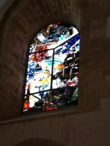 56 farbige Kirchenfenster