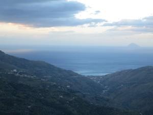 89 Blick nach Norden ... Insel Vulcano im Hintergrund