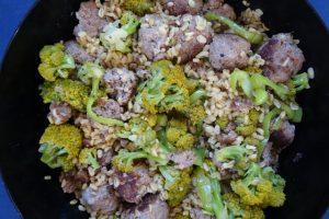 Hackfleischbällchenpfanne mit Brokkoli und Ebly