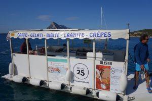 028 Eis- und Crepesboot in der Ankerbucht