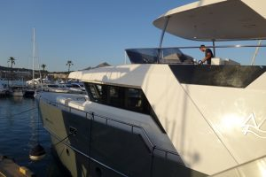035 Blick auf die Supermotoryacht