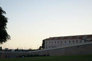 91 Stadtmauer Carlos III mit Uni