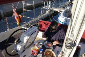 109 endlich Frühstück im Cockpit