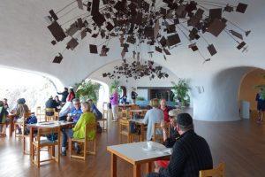 70 Restaurant  mit Kunst ausgestattet
