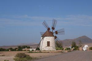 74 gut erhaltene Windmühle bei Tefia